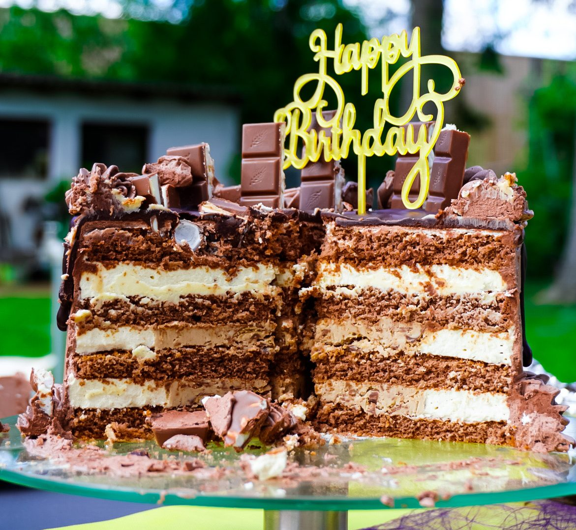 You are currently viewing Haselnuss/Kinder Bueno Torte (Ohne Backen/No Bake)